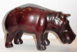 """Статуэтка, обтянутая кожей буйвола """"Бегемот""""."""