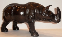 "Статуэтка, обтянутая кожей буйвола, ""Носорог"".Размер 30х18 см.."